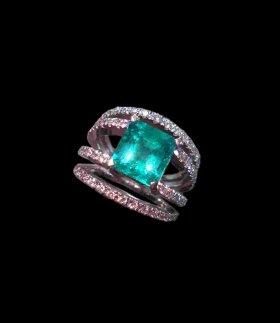 Anello In Oro Bianco Con Smeraldo E Diamanti DESIGN